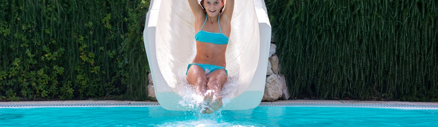 scivoli d'acqua per il divertimento in piscina di bambini ed adulti