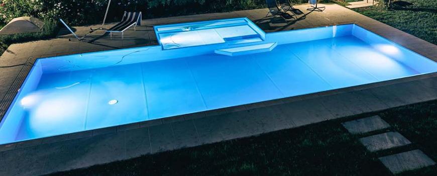 Illuminazione per piscina for Luci per piscina fuori terra