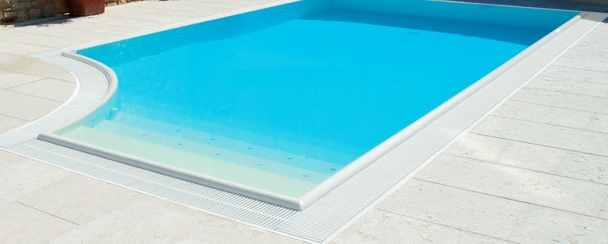 Bordi sfioratori carobbio per piscine interrate for Bordi in pvc