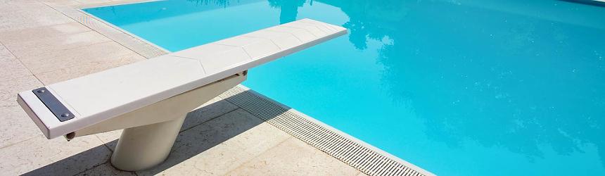 Trampolini per piscina per il divertimento di grandi e piccoli